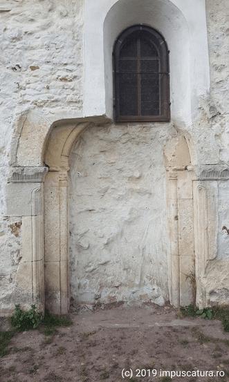Freigelegtes romanisches Portal