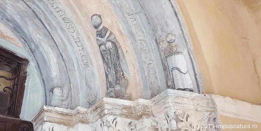rechte Portalseite der Kirchenburg Hosman (Holzmengen)