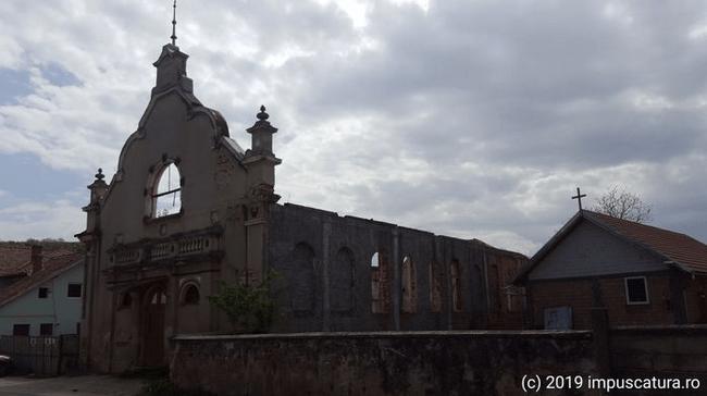 Giebel des ehemaligen Gemeindehauses in Şura Mare