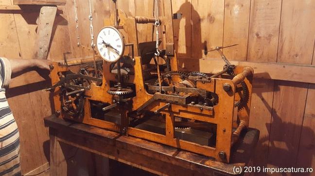 Das Uhrwerk der Kirchturmuhr