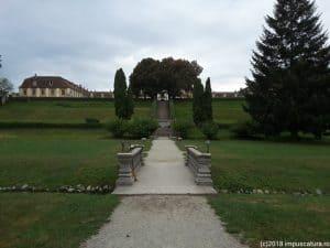 Blick aus dem Park auf die Sommerresidenz Brukenthal