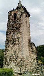 Turm der ausgebrannten Kirche in Pastewnik