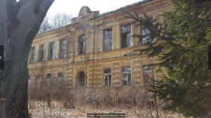 Das alte Schulgebäude gegenüber des Klosters