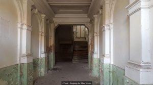 Der Eingangsflur der alten Schule