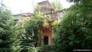Ruine eines Gutshofs in Sady Górne