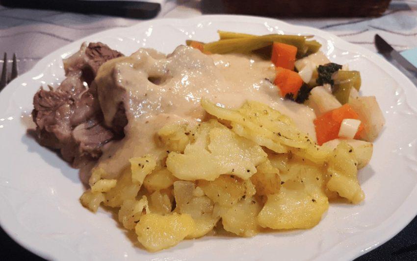 Siedfleisch mit Bratkartoffeln und Meerrettichsoße