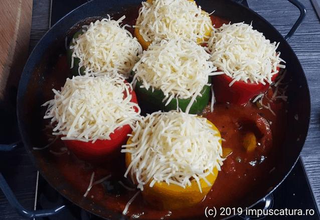Eine Käsehaube aus Emmentaler oder Mozarella
