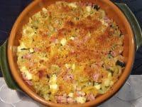 Fertig ist der Nudelauflauf mit Schinken und Zucchini