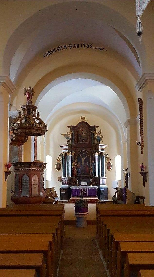 Altar und Kanzel der Kirche von Turnișor (Neppendorf)