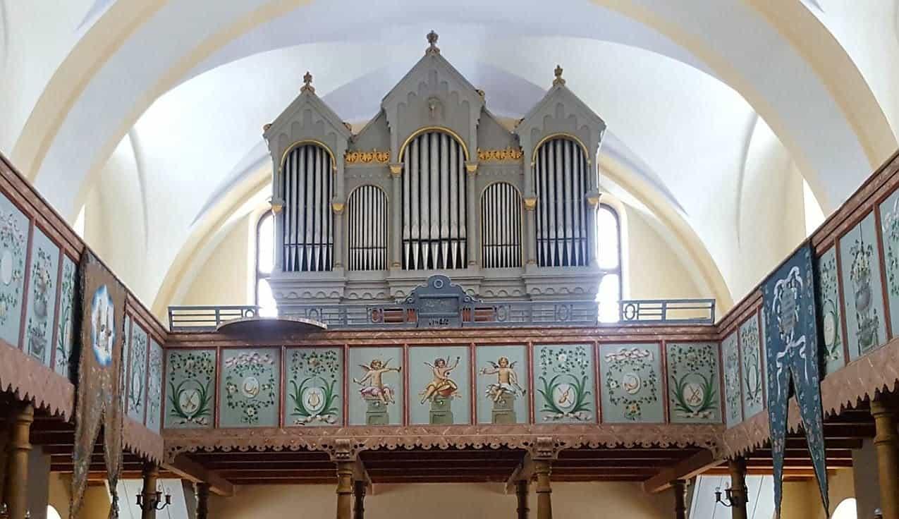 Orgel und historische Emporenmalerei in der Kirche von Turnișor (Neppendorf)