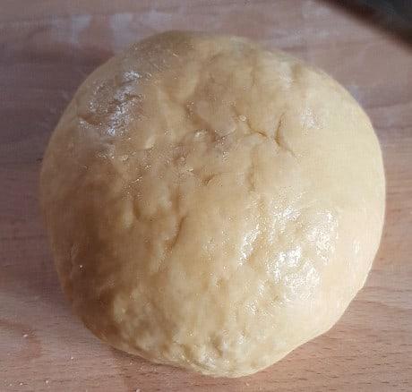 Glänzender Teig für Nudeln nach einer Stunde Kühlschrank